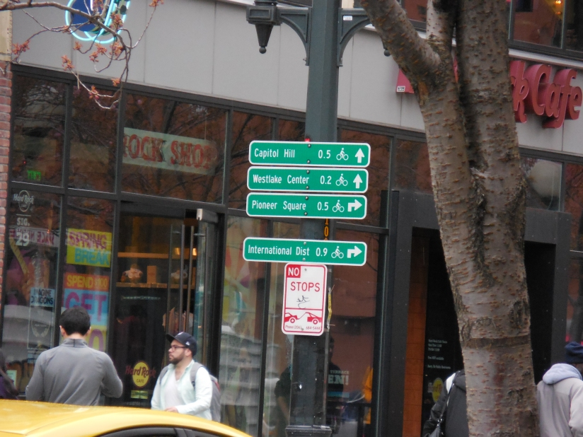 An example of the bike signage found in the Seattle area... very easy to navigate around!